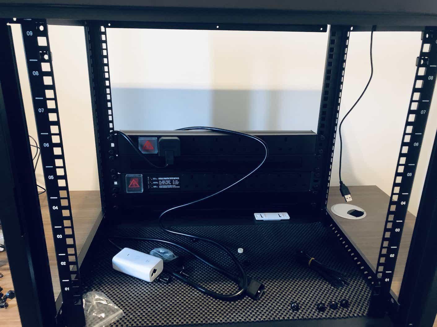Fixing PDU units into 9U rack cabin for Unifi UDM Pro